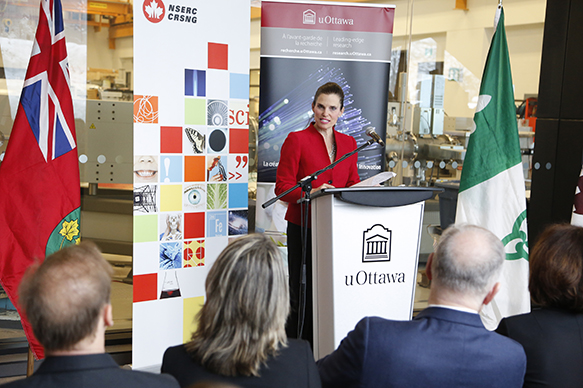 L'honorable Kirsty Duncan, ministre des Sciences