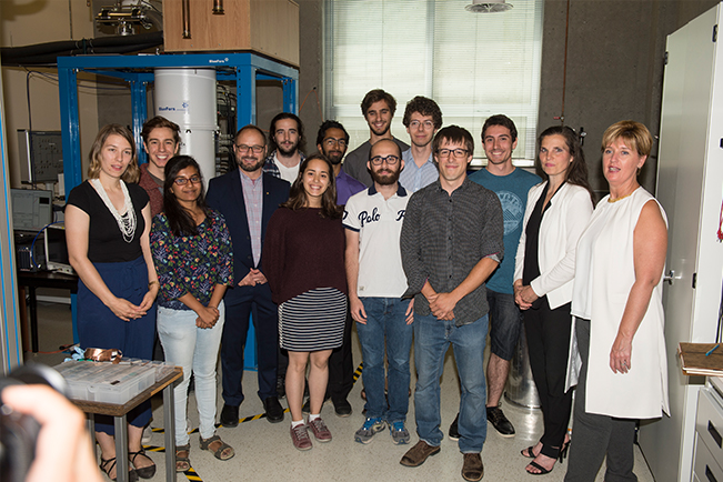 The Honourable Kirsty Duncan, Minister of Science and Sport and The Honourable Marie-Claude Bibeau, Minister of International Development and La Francophonie with a group of students at the 'Quantum Fab Lab' of the Institut quantique at the Université de Sherbrooke